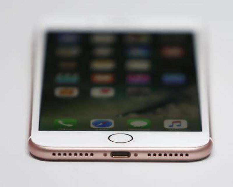 Un ragazzo italiano hackera iPhone7 in 24 ore